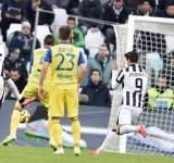 Serie A: Juve resta a +9, Totti salva ancora la Roma